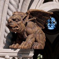 SheilaShrubs.com: The Gargoyle of Castle Avonshire Sculpture JE11208001 by Design Toscano: Garden Sculptures & Statues