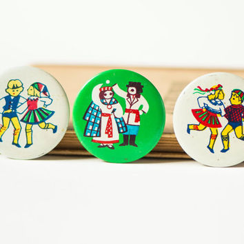 Dancing couples badges, set of 3 primitive buttons, Baltic countries national dances, dancers fun pins from Soviet era