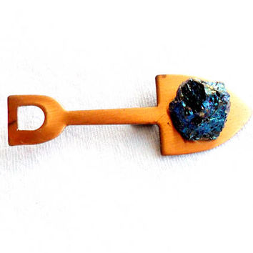 Vintage Copper Shovel Brooch Peacock Ore Bornite Kitsch Rock Gift Broach Pin Digger Lapidary