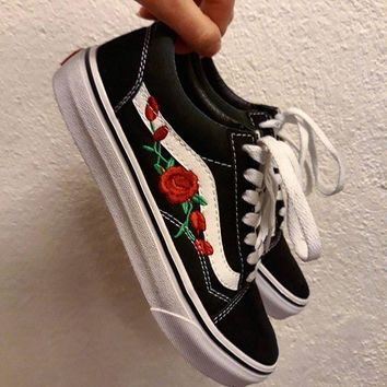 vans classics old skool rose embroidery black sneaker-1