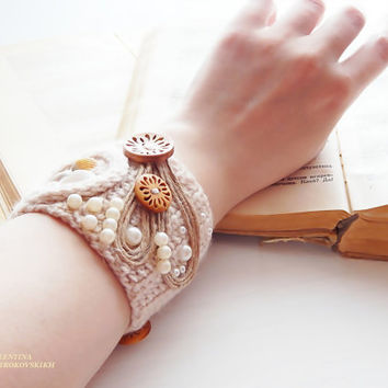 Crochet wrap Bracelet Simple, beautiful and lightweight . Bracelet Seashells. Free shipping.