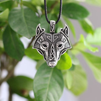 Wolf head pendant necklace // THE WOLF