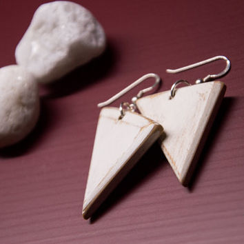 White Earrings, Triangle Earrings, Distressed Wood, Wooden Earrings, Beach Earrings, Geometric Earrings, Handmade Earrings, Wooden Jewelry