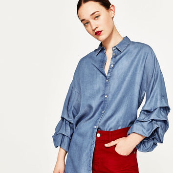 SHIRT WITH PUFFED SLEEVES DETAILS