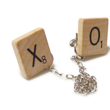 Vintage Scrabble Tile X and O Hugs and Kisses Sweater Guard Clip on Silver Tone, Collar Clip