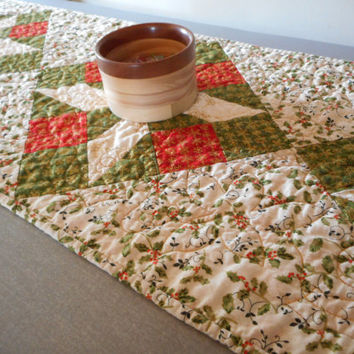 Christmas quilted table runner, holiday table topper, red green cream runner, holly berry christmas dining, winter table decor, dining xmas