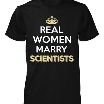 Real Women Marry Scientists. Cool Gift - Unisex Tshirt