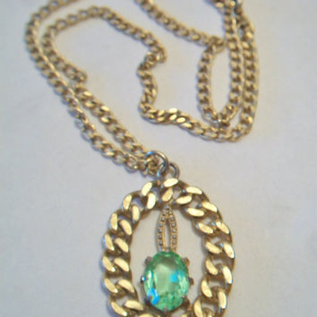 Vintage Green Glass Oval Chain Pendant Necklace Peridot Hollywood Regency Costume Jewelry