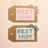 """Cross Stitch Mothers Day Gift Tag  For Present Saying """"Best Mum"""" with Bow Family 7cm x 4cm (2.75"""" x 1.5"""")"""