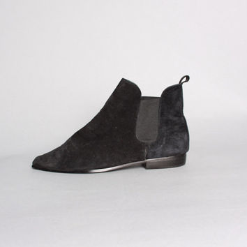 80s Black CHELSEA BOOTS / Suede Pointy Toe Pixie Booties, 8.5