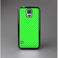 The Subtle Green Paw Prints Skin-Sert Case for the Samsung Galaxy S5