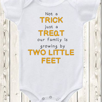 Personalized Halloween Pregnancy Announcement Idea / Trick or Treat pregnancy reveal Onesuit / New baby / Our little pumpkin / Due date