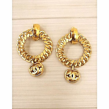Vintage CHANEL large chain design hoop dangling earrings with golden CC mark motif. Perfect jewelry for your collection.