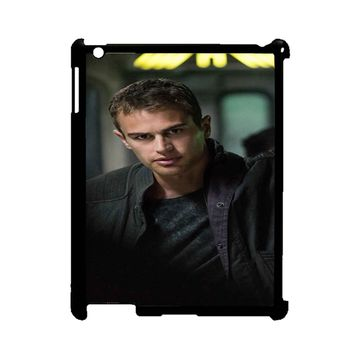 Theo James-Divergent  iPad 2/3/4 Case
