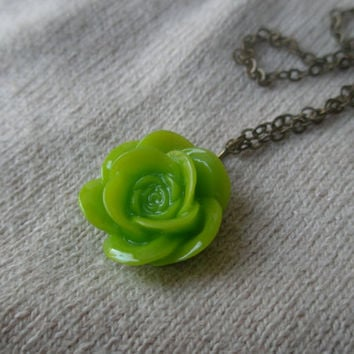 Spring green flower necklace- Green flower necklace- Rose cabochon- Rose necklace- Simple-Spring- Antique bronze flower necklace