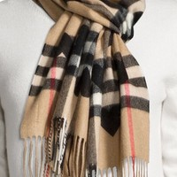 NWT New With Tags Beige Burberry Classic Cashmere Scarf - Check and Hearts $650