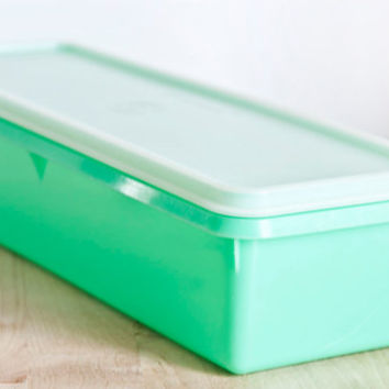 Tupperware Long Jade Green Celery Keeper, Tupper Ware Vegetable Storage Container