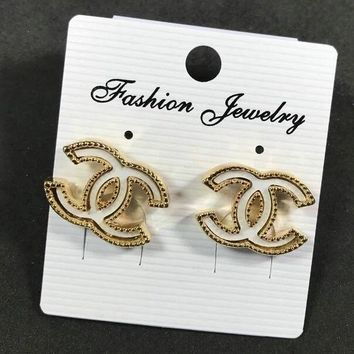8DESS Chanel Women Fashion Stud Earring