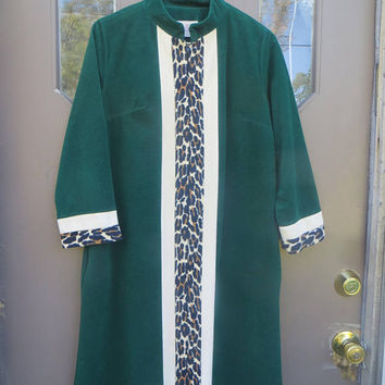 1970s Vanity Fair Short Velour  zipper front Robe green with  animal print design stripe sz 12