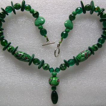 """Lovely Vintage Green Malachite Gemstone Hand Painted and Faceted Glass Fancy Cut Heart Shaped Beads Necklace 18"""" Long 86.6gram Pretty Colors"""