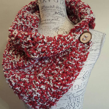 Crochet red and gray button scarf. Katniss Inspired cowl. scarf Chunky. Made by Bead Gs on ETSY. Wood Button. Winter Scarf.