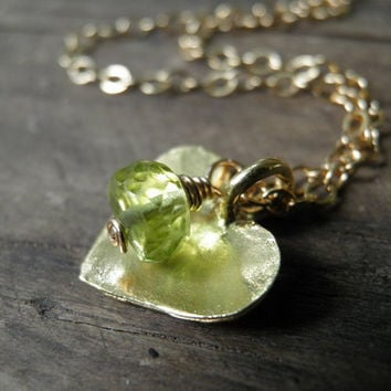 Gold Heart Necklace, Green Peridot Necklace ,14K Gold Filled Chain, August Birthstone Charm Necklace,  Minimalist necklace, Summer Fashion
