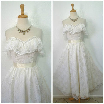 Vintage 1980s White Lace dress Sweetheart Ruffle bust Wedding Dress