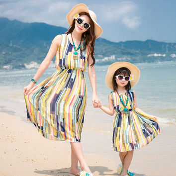Domeya mother daughter dresses 2017 New mother daughter outfits family clothing look Summer colour bar mom and daughter dress
