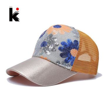 VONG2W Girl's 5 Panel Trucker Cap Drake Sun Breathable Hat Summer Baseball Cap Sequins Flashes Sunflower Hats For Women