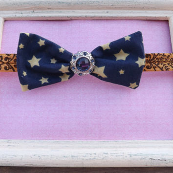 Royal blue with gold stars fabric bow headband.  Photo Prop headband, holiday headband for babies, toddlers, and girls.