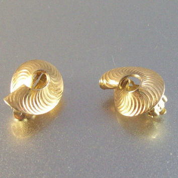 Vintage Sterling Clip Earrings, Vemeil Ribbed Swirl Patent 156452