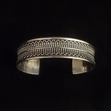 VINTAGE Egyptian Revival STERLING Silver CUFF Bangle Bracelet 21 Grams Size 6 to 7 c.1980s