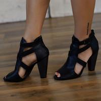 Simply Strapped Sandal (Black) - Piace Boutique