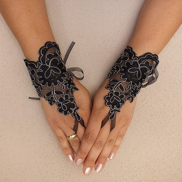 Black glove //  gothic Black lace gloves french lace bridal wedding free ship  fingerless burlesque body tattoo vampire show girl glove