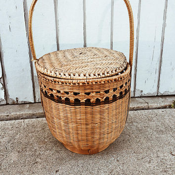 Vintage Wicker Storage Basket with Lid and Handle