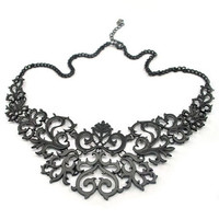 Cut Out Floral Pattern Necklace