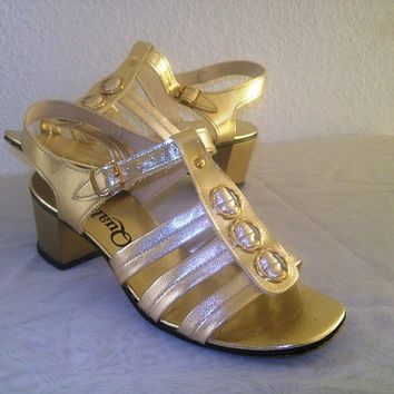 11-1201 Vintage 1960s Gold Gladiator Strappy Sandals /  MOD Shoes / Gold Heels / Size 5 1/2 B
