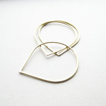 pear bracelet 3x / daily simple brass bangle bracelet to wear each day everywhere