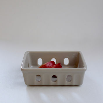 Stoneware Market Berry Basket, Light Grey