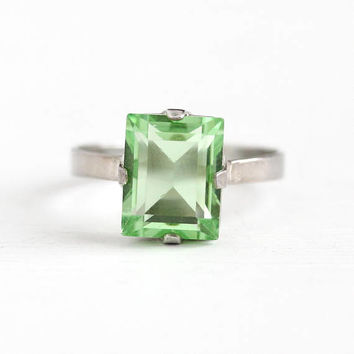 Vintage Silver Simulated Peridot Green Glass Stone Ring - Retro 1950s Size 6 1/4 August Birthstone Prong Set Rectangular Cut Jewelry