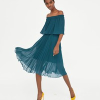PLEATED DRESS DETAILS