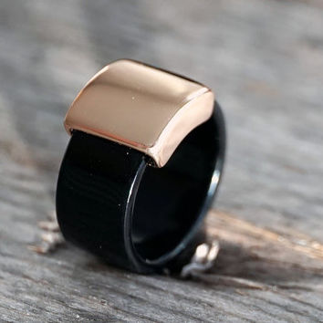 Rose gold plated black acrylic ring (RI00014)