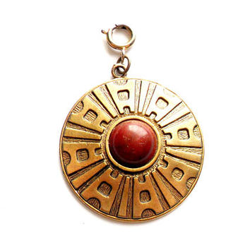 Vintage Sarah Coventry Charm Pendant Red Marbled Cabochon Medallion Modern Style Safari Collection Gold Brass Tone