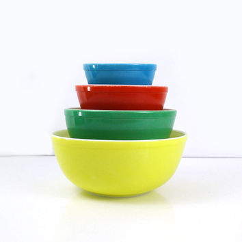 Pyrex Mixing Bowls / Primary Color Nesting Bowls