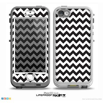 The Black & White Chevron Pattern Skin for the iPhone 5-5s NUUD LifeProof Case for the LifeProof Skin