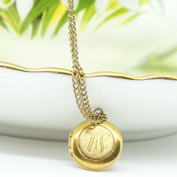 Vintage W Monogram Locket - Vintage Locket - Vintage Necklace - Goldtone Locket - Gift for her - Mom Gift - Christmas Gift