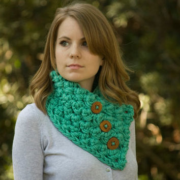 Crochet Cowl, Chunky Neck Warmer, Wood Button Neckwarmer, Mint Cowl