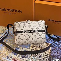 LV Louis Vuitton MONOGRAM CANVAS MESSENGER INCLINED SHOULDER BAG