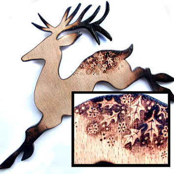 Reindeer Wall Hanging, Christmas Ornament, Pyrography, Wood burning, reindeer ornament, christmas wall hanging, reindeer decor, holly ivy