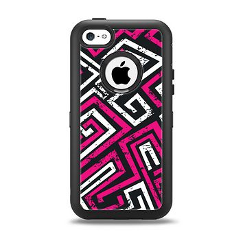 The Pink & White Abstract Maze Pattern Apple iPhone 5c Otterbox Defender Case Skin Set